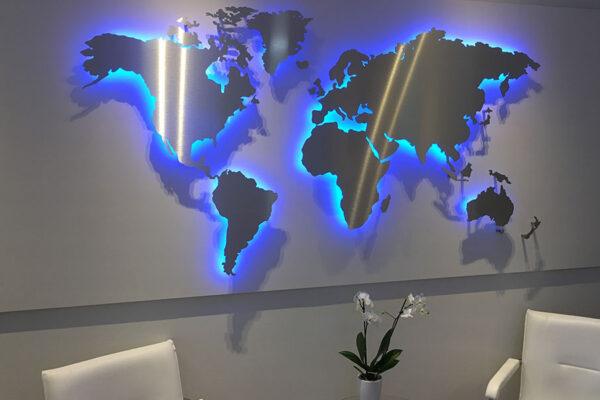 genialgemacht-Wandgestaltung_Weltkarte_hinterleuchtet